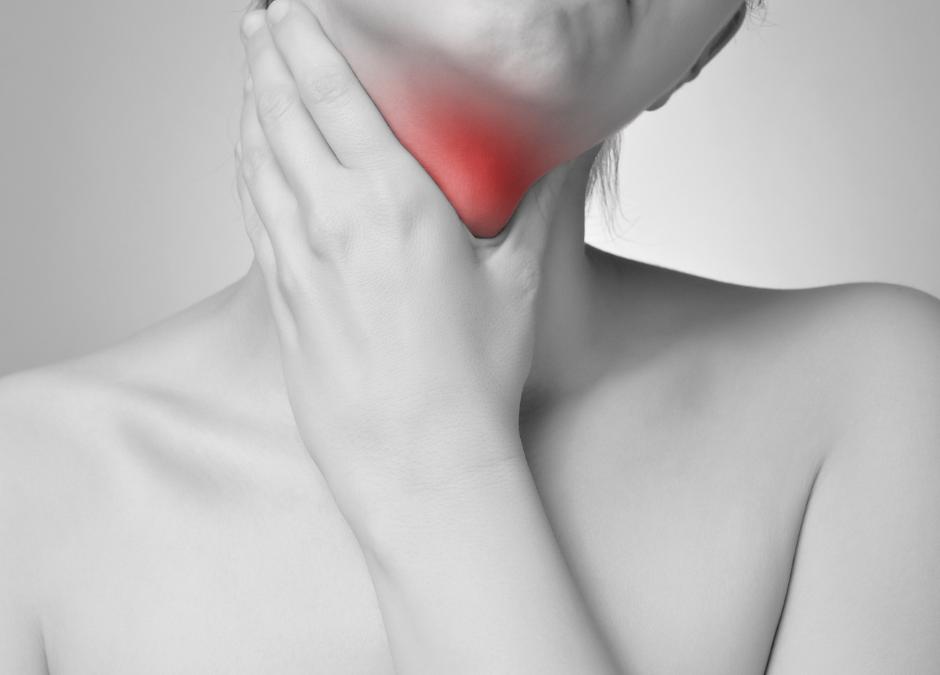 ¿Eres de los que cada invierno tiene dolor de garganta? Sigue estos trucos para librarte de él